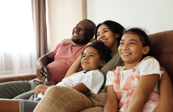 There are benefits to parents watching TV with younger children